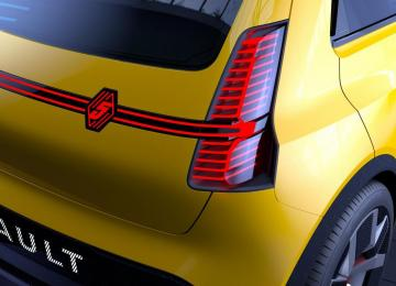 Face arrière LED logo Renault 5 relooké - 100% électrique prototype - Garage Roda Auto (Nîmes - Alès)