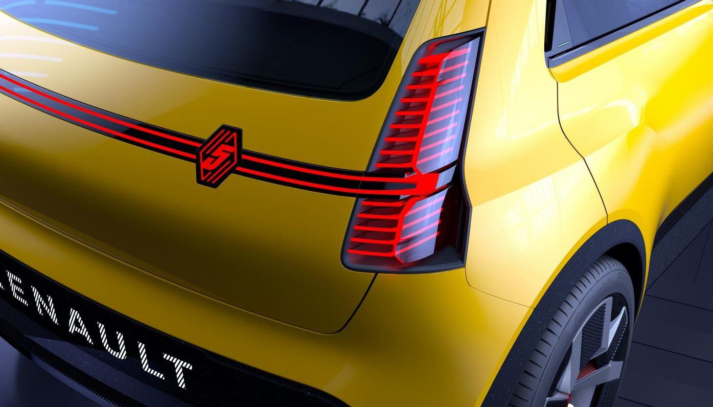 Renault 5 100% électrique arrière et logo LED - Garage Roda Auto - Nîmes - Alès (30)